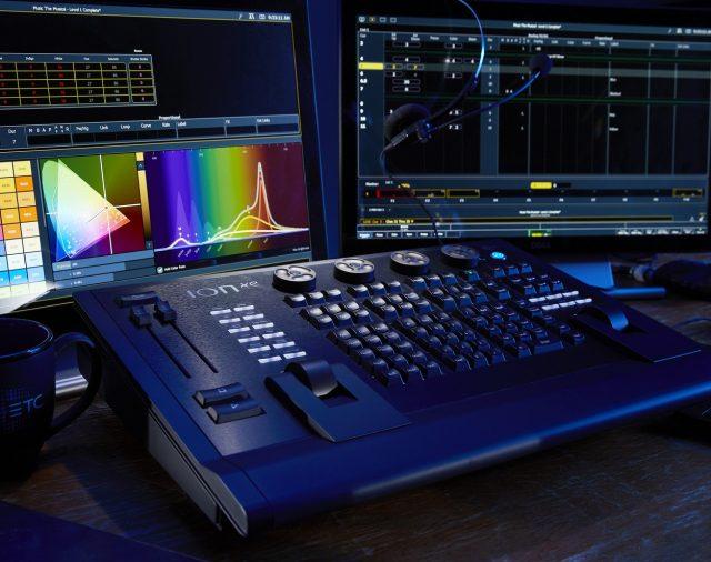 Компания ETC представила новое поколение световых консолей ETC Ion.