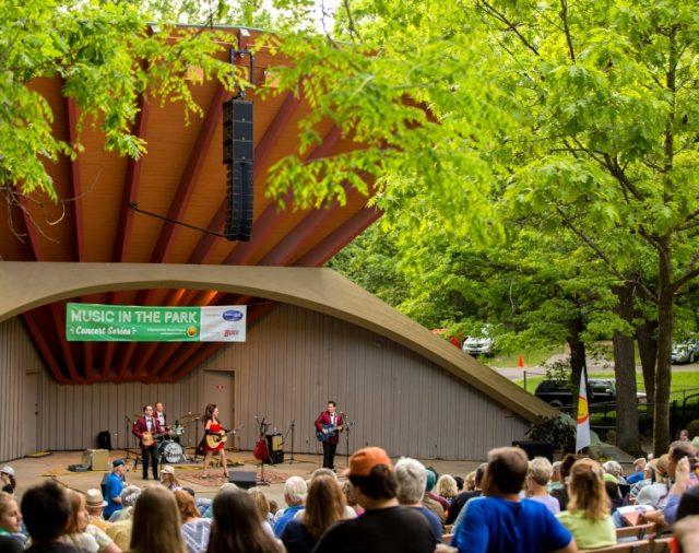 L-Acoustics Kiva II - идеальный размер, форма и звук для «Music shell» в парке Sinnissippi.