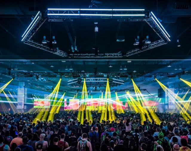 Фестиваль электронной музыки «Decadence» с великолепным звуком от L-Acoustics