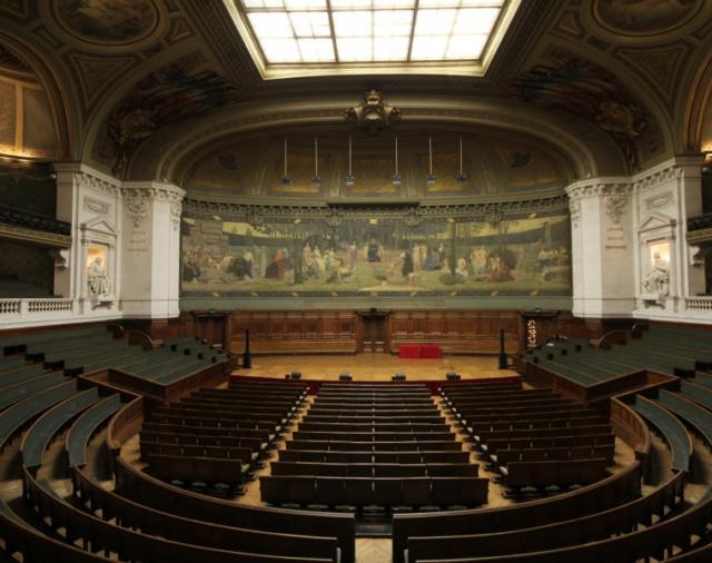 Стильная Syva от L-Acoustics с блеском сохраняет традиции Большого Сорбонского амфитеатра в Париже
