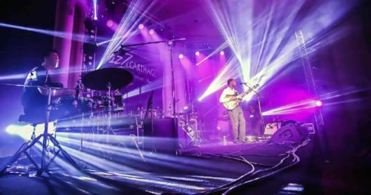 Мониторы Clair Brothers 1AM и 1.5AM обновляют джаз фестиваль «Carthage» в Тунисе.