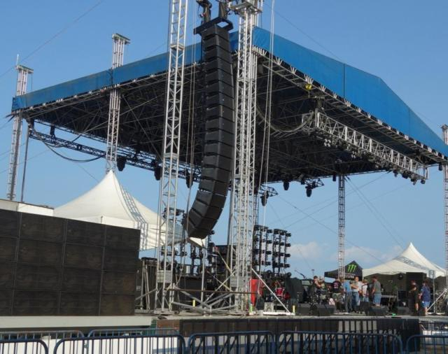 Новые усилители DYNACORD TGX20 на главной концертной сцене ярмарки в штате Иллинойс