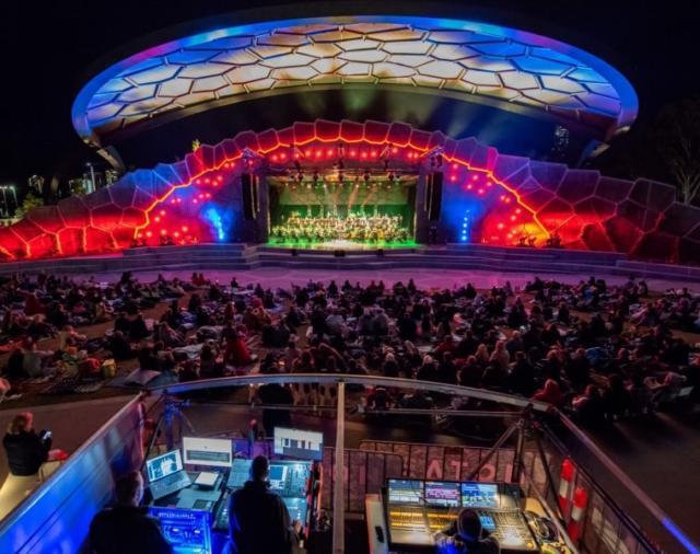 L-Acoustics сияет в уличном амфитеатре «Gold Coast» в Австралии.