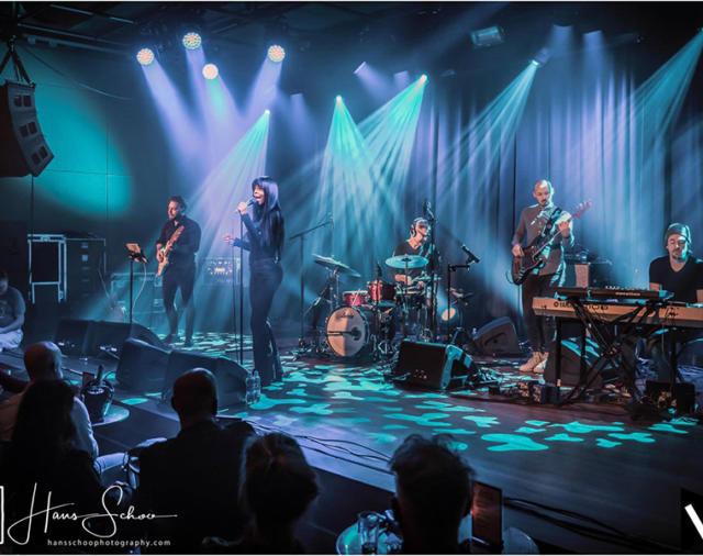 Большая победа Нидерландского ночного клуба «Victorie» с Clair Brothers.