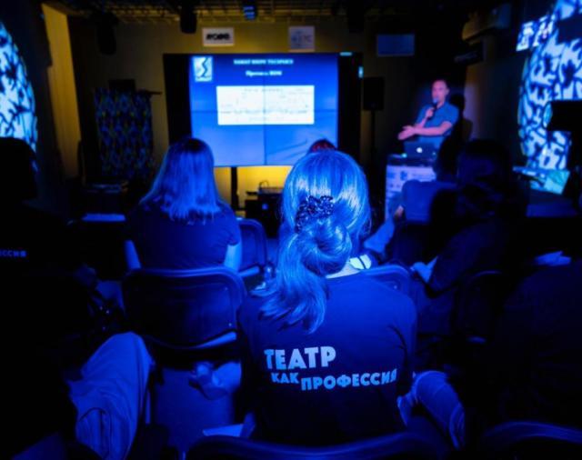 """Презентация для учеников курса """"Театр как профессия"""""""