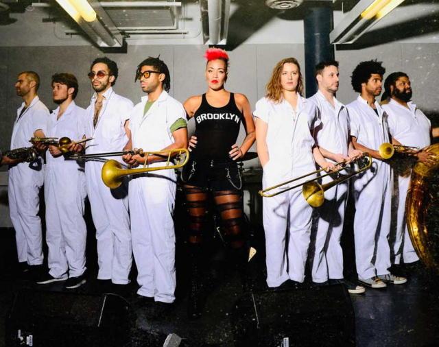 Нью-йоркская группа Brass Against на арене в Лондоне при поддержке ALLEN&HEATH и их микшерных консолей SQ