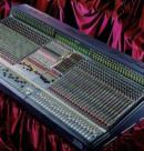 Компания BEHRINGER представляет новую 48-канальную цифровую микшерную консоль.