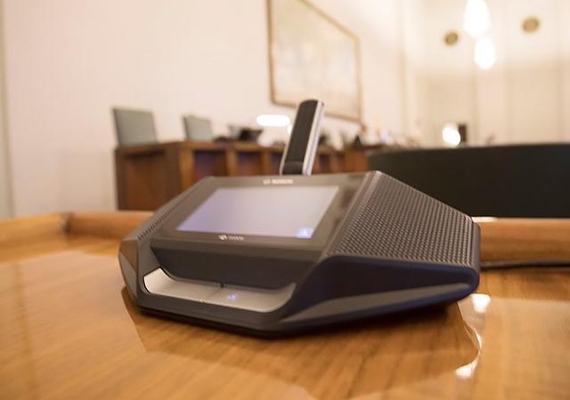 Парламент Финляндии принимает интеллектуальную дискуссионную систему Bosch DICENTIS