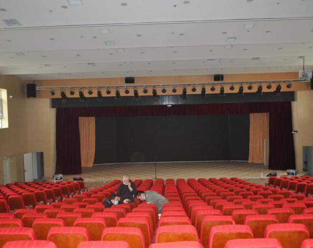 Axiom установлен в многофункциональный зал престижной школы Китая.